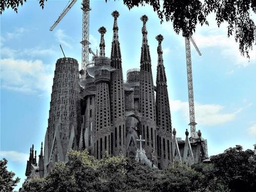 La Sagrada Familia by Gaudí, photo by Canaan • CC BY-SA 4.0